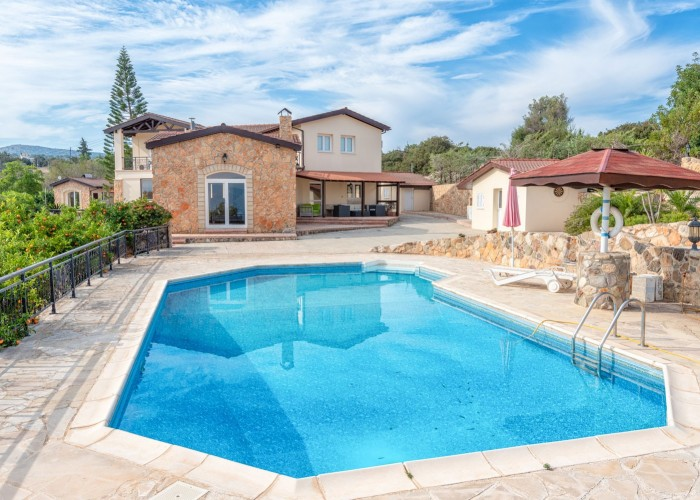 Detached Villa For Sale  in  Neo Chorio
